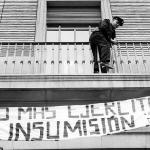 Policia intentar quitar pancarta insumisión